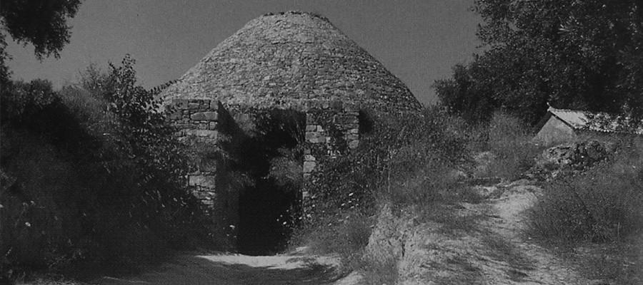 Ένα άγνωστο δημόσιο έργο των Λαγκαδινών μαστόρων. Η αναστήλωση του βασιλικού Θολωτού Τάφου IV στην Πύλο του Νέστορος